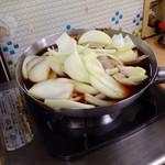 おばこや - もつ鍋。大量の玉ねぎが。