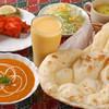 ウパハル - 料理写真:プレーンナンは定番の人気メニュー。とっても大きいのが特徴です。