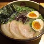 小松笑店 - らーめん細麺 (煮たまご入り)