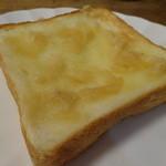 テクテク紅茶や - トースト 桃とバナナのジャム添え
