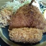 魚八 - コロッケの中身はマカロニ入りのカニクリーム