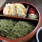 こはら - 笹切りうどん大 1050円 若笹粉を打ち込んだ細打ちうどん  面白い食感と食味だなぁ 量はたっぷり 天ぷら付きで揚げたて♪  つけ汁は程よい辛さ。