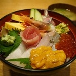 かもめ丸 - 雲丹付き海鮮丼1800円(税別)