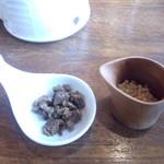 ブリランテ - お茶漬け用の肉とアラレ