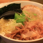 麺屋 燕 - 和風塩ラーメン(大盛り・チャーシュートッピング)