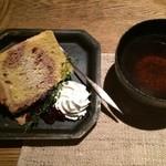 JAZZ茶房 靑猫 - 料理写真:何ちゃら紅茶と シフォンケーキ  美味しい〜♥️ JAZZが流れてる〜(^^) いい空間です。