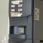 福田パン - イートインコーナーにはコーヒーサーバーもあって、1杯100円