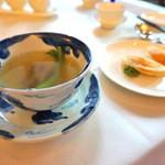 香桃 - なまこ入り上湯スープ 揚げ餃子