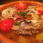 Omori別邸 - 牡蠣とプチトマトのアヒージョ