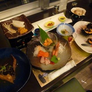 ホテル雲丹御殿 - 料理写真:雲丹御殿さんで、ウニ三昧の夕食です♪ まさに雲丹御殿!