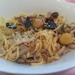 レストラン アンソレイユ - (2014年9月)栗とキノコのクリームパスタ トリュフをのせて(サラダ・スープ付) 1650yen