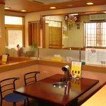 吉四夢 - 写真の奥は広々お座敷スペースです