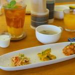 つむぐカフェ - 前菜三種とスープ