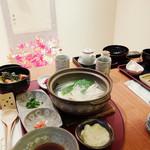 とうふ処 豆雅傳 - 湯豆腐セット 1550円