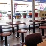 小田原パーキングエリア(下り線)スナックコーナー - 店内テーブル席