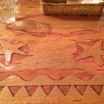 カフェロデオ - 木のテーブルが可愛いです