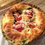 pain le coeur himari - 大葉とトマトのツナチーズ(208円)。とろ〜りツナがたまりません!