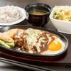 シェアースピリット - 料理写真:ハンバーグセット、ライス、味噌汁、サラダ付き
