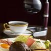 祇園喫茶Rinken - 料理写真:ハンバーグと1杯づつ丁寧に点てるサイフォン珈琲の相性はピッタリ!