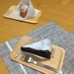 31084235 - ガトーショコラ、シュークリーム