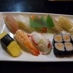ゆたか寿司 - サービスにぎり(茶碗蒸し・とり豆ふ・吸い物付)(525円)