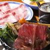 豚捨 - 料理写真:大判で厚みにある伊勢牛のすき焼き