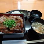 炭豚亭 - 味噌豚重(並盛り) 800円税別