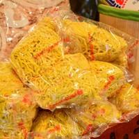 太くてコシのある縮れ麺「西山製麺」の麺はかかせません!