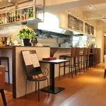 イタリアーナ レガラーレ - 昼と夜、全く違う表情の店内