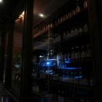 しもかわワイン倶楽部 ワイバーン - 酒屋らしく充実のウォークインセラー