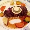 スコール - 料理写真:牛ヒレステーキとミニグラタン