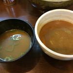 麺屋 たけちゃん - 左のお椀がスープ割を調整するお汁