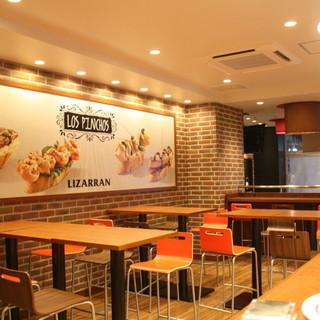 赤坂見附駅すぐ!アクセス良好!開放的でくつろげる店内。