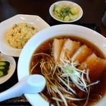 麺屋 八 - 正油チャーシュメン  チャーハンセットセット (半チャーハン・サラダ・お新香)