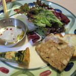 あんぷ~ - イカのマリネ、ほうれん草のキッシュ、県産豚のパテ、ビネガーオイルのサラダ