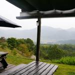 檪の丘 - テラスからの眺め。山並みが美しい。