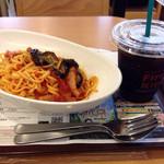 ファーストキッチン - ナスとベーコンのトマトソースパスタとアイスコーヒー