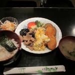 キャッスル - 豚肉・きくらげ・玉子炒めと白身魚フライ定食 750円