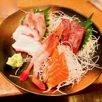 寿司居酒屋 日本海 - 刺身盛り合わせ(1人前)