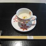 御料理 梅田 - 最初に小さなスープ。