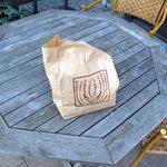 ブノワトン - テラス席の椅子