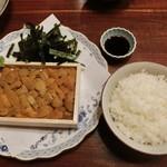 31437417 - <2014年10月>女子会その② 雲丹丼、1880円。。。2年前から価格変わらず。