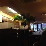 珈琲館 - H.26.10.11.夕 喫煙席(最奥)から出入口方面