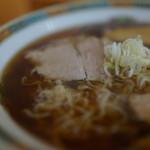 くどうらーめん - 濃い目だがスッキリ透明スープ