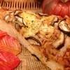 アルティジャーノ - 料理写真:「地元野菜のピッツァ~しいたけとチキン~」石川県産のしいたけとチキンを使用した地元野菜のピッツァです!香りの高いしいたけとチキンにスパイシーなタレが食欲をそそります!