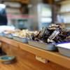 郷土料理 しまや - 料理写真:美味そうな郷土料理がカウンターに並ぶ