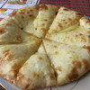 カマナ - 料理写真:ハニーチーズナン。甘くてチーズがとろけておいしい。