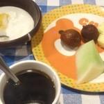 ステーキ共和国 - デザートのフルーツ・ヨーグルト・コーヒー