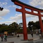 31527035 - 鶴岡八幡宮の参道を抜けると本殿が!!
