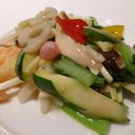 31533326 - 海老、烏賊、お肉と季節野菜炒め